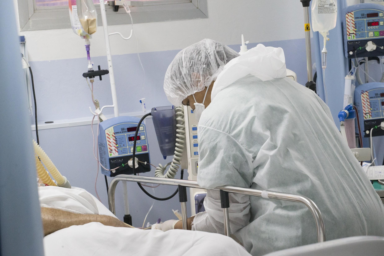 Bolsonaro sanciona lei que determina que governo e empregadores protejam profissionais essenciais ao controle de doenças