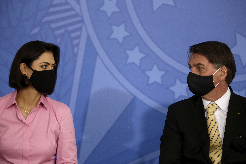 Primeira-dama Michelle Bolsonaro diz que testes de coronavírus dela e das filhas resultaram negativo