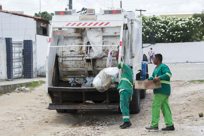 Coleta de lixo domiciliar tem mudanças de dias e horários em quatro bairros de João Pessoa