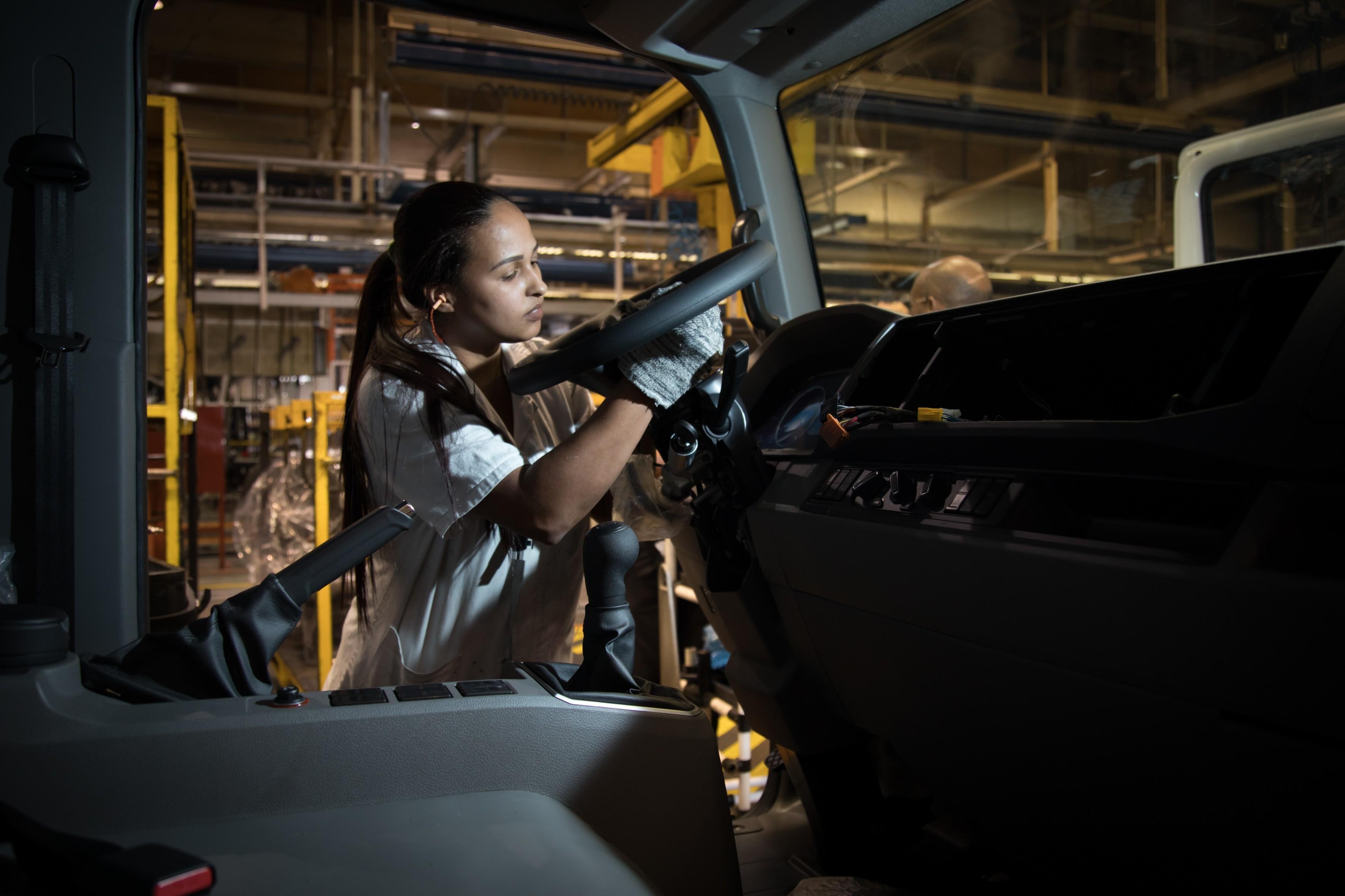 Bolsonaro sanciona lei que prorroga incentivos fiscais para montadoras