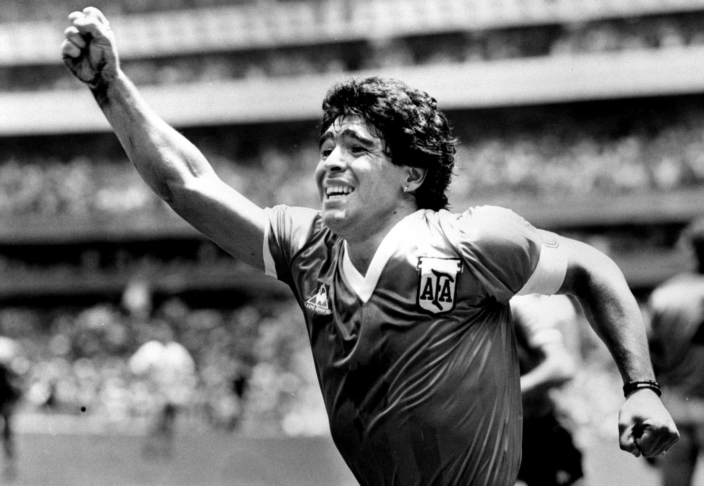 Maradona teve problemas de saúde e crises por uso de cocaína e de álcool; médicos analisam complicações
