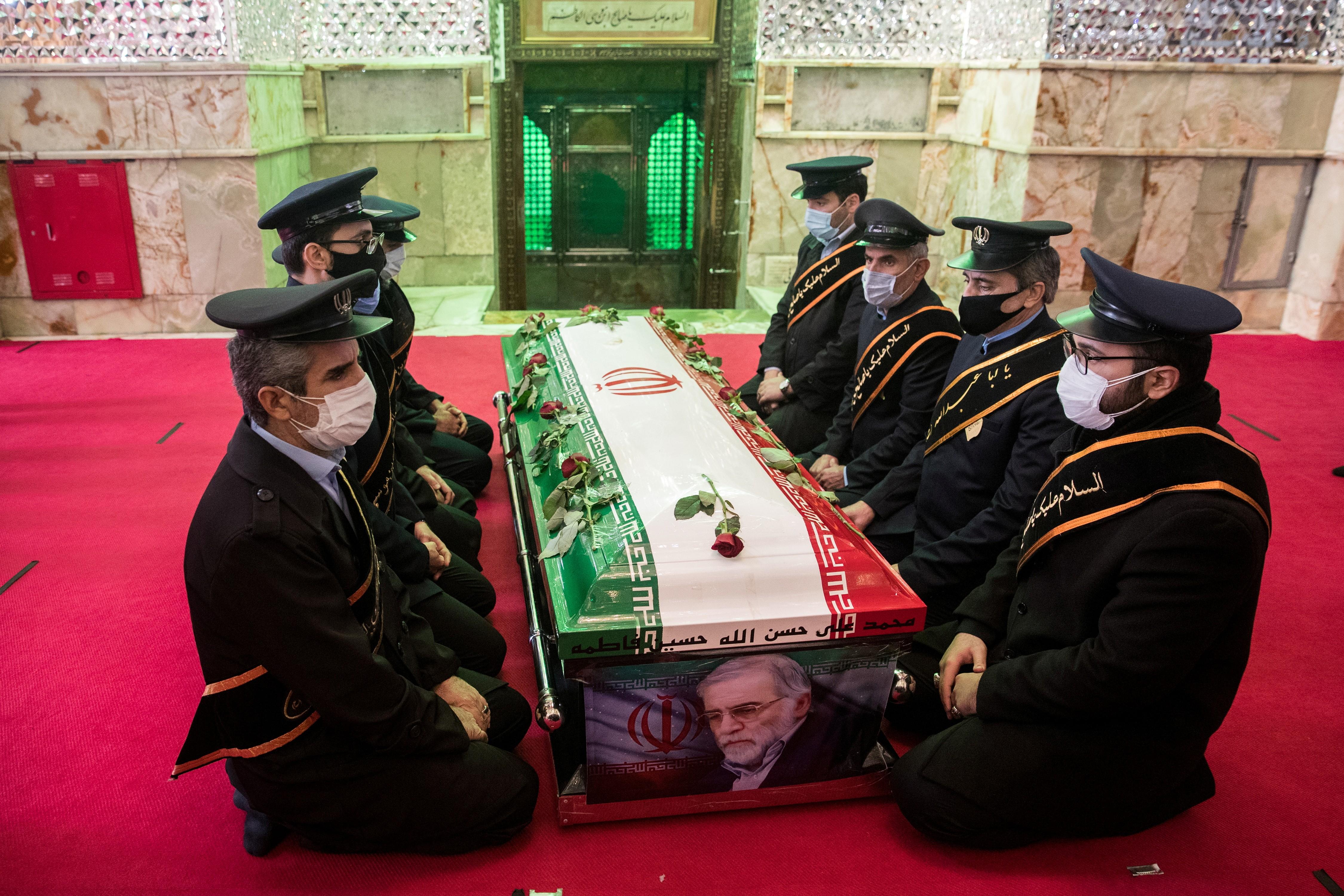 Por que o assassinato do principal cientista nuclear iraniano é atribuído a Israel?