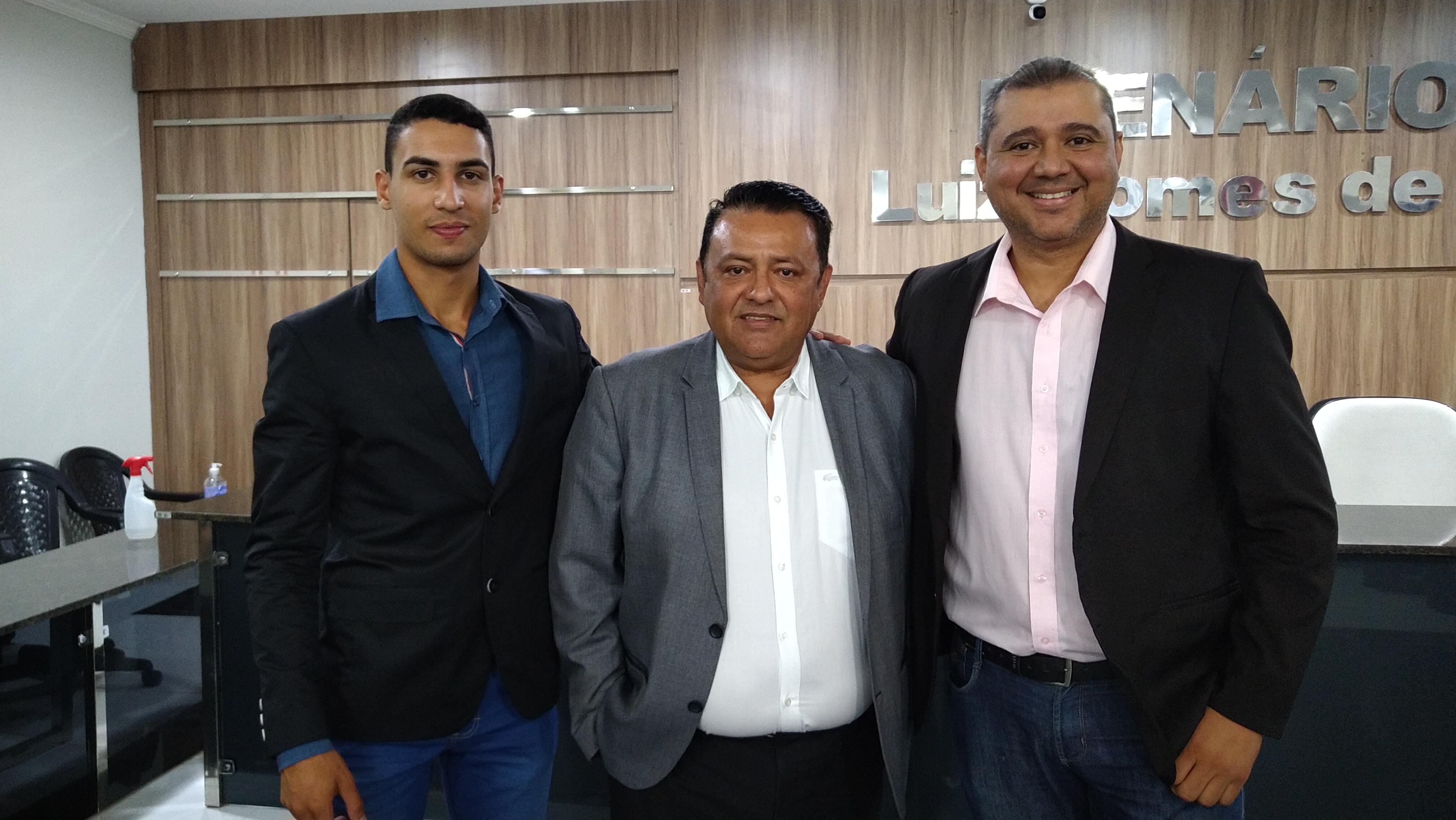 Em uma rápida solenidade tomou posse na Câmara Municipal de Conceição o primeiro suplente de vereador Flávio Mangueira Belmiro(PSDB).