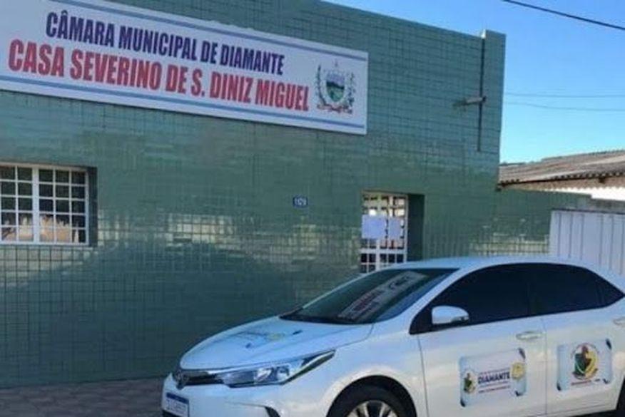 Briga entre duas mulheres é registrada dentro da Câmara Municipal de Diamante, no Sertão do Estado. (Foto: Reprodução)